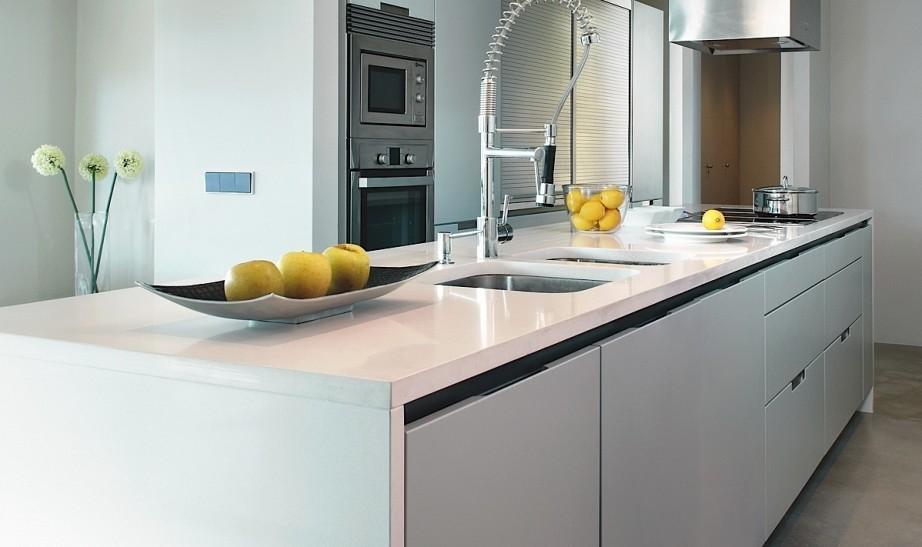 Increíble Muebles De Cocina Blancas Con Encimeras De Cuarzo Gris ...